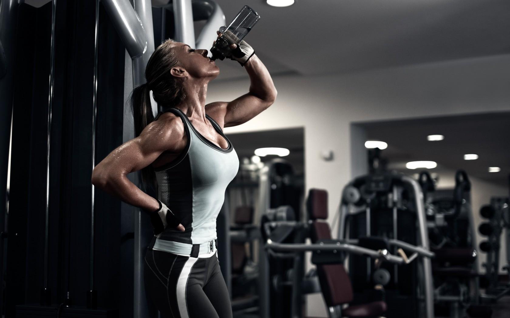 10 Sinais da falta de água em seu corpo