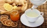 Remédios Caseiros | Canal Ligados nas Dicas - A bowl of food on a table - Ginger tea