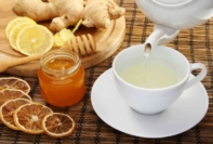 Remédios Caseiros | Canal Ligados nas Dicas - A bowl of food on a table - Ginger tea
